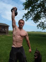 craig ballantyne with kettlebell