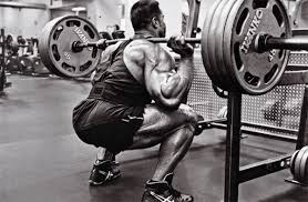 bodybuilder doing squats